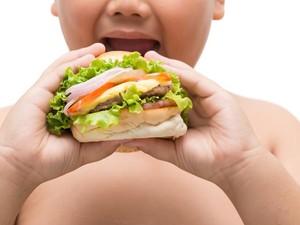 Si Kecil Kelebihan Berat Badan? Kurangi Porsi Makan Belum Tentu Turunkan Berat Badannya