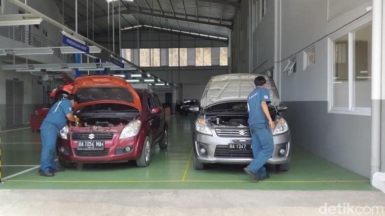 Suzuki Day merupakan kegiatan yang diselenggarakan langsung atas kerjasama PT Suzuki Indomobil Sales (SIS) dengan jaringan Bengkel Resmi yang tersebar secara nasional sejak 2011. Kali ini, PT SIS bekerjasama dengan PT Elang Perkasa Motor (EPM) mengadakan Suzuki Day sekaligus di dua wilayah, yaitu Payakumbuh pada 8  9 Oktober 2016, dan Solok pada 15  16 Oktober 2016.