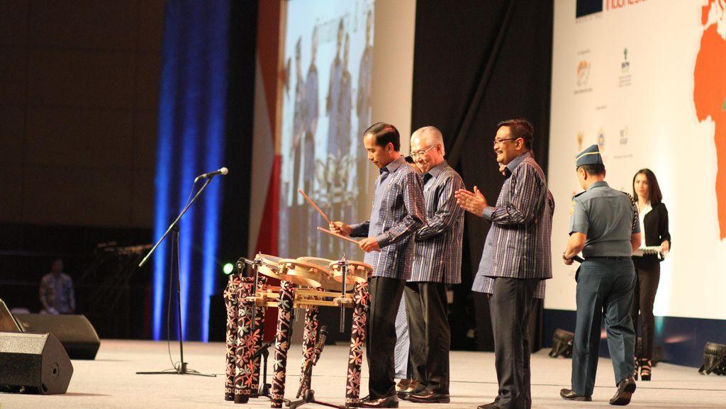 Eksportir Kerupuk Berusia 50 Tahun Ini Dapat Penghargaan dari Jokowi