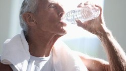 Karena tak semua orang rutin melakukan cek kesehatan, dirinya mungkin tidak sadar mengidap kondisi penyakit seperti diabetes. Yuk kenali gejala-gejalanya.