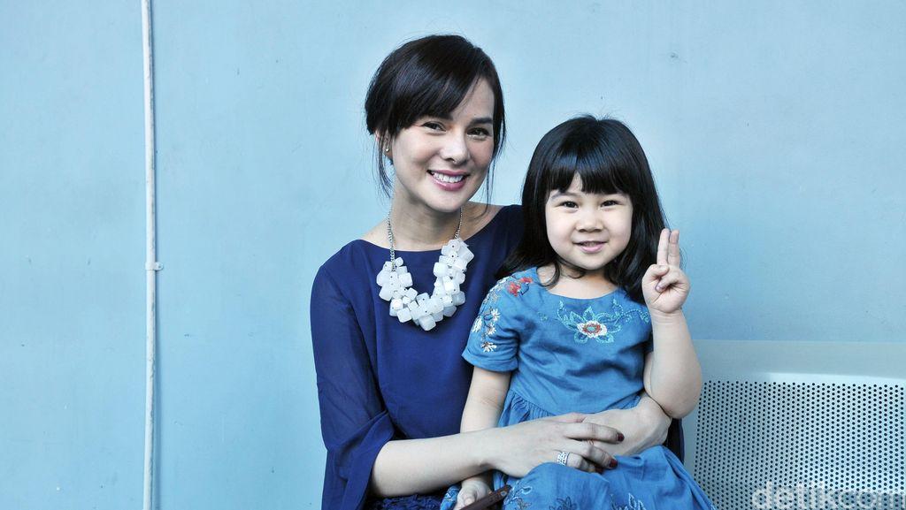 Cara Seru Astrid Tiar Cegah Anak Tak Kecanduan Gadget