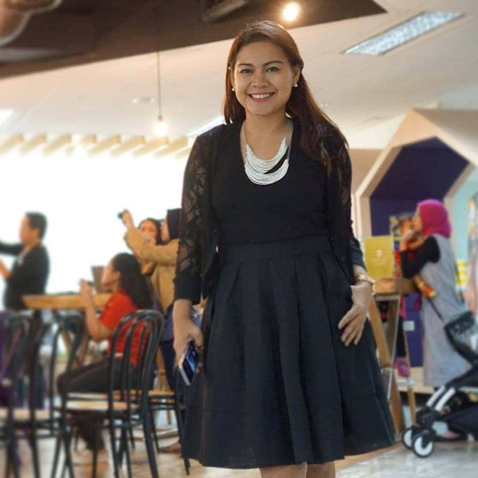 Nuniek Tirta Sari, Istri Direktur yang Jadi Viral Karena Pakai Fashion Murah
