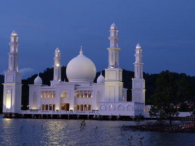 Mirip dengan Masjid Apung di Jeddah, Ini Masjid Oesman Al Khair di Kalbar!