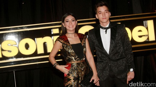 Celine Evangelista dan Stefan William Makin Lengket