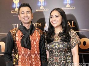 5 Selebriti Tampil Glamour dengan Kain Indonesia di Panasonic Gobel Awards