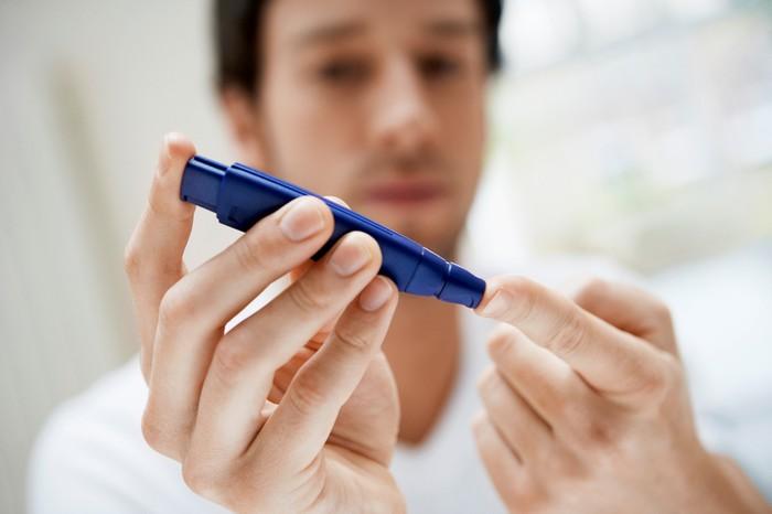 Disampaikan oleh Dr Saptawati Bardosono, MSc, SpGK, dari Rumah Sakit Cipto Mangunkusumo, kelebihan massa lemak disekitar perut akan meningkatkan risiko penyakit kronis tidak menular terutama diabetes. Foto: iStock