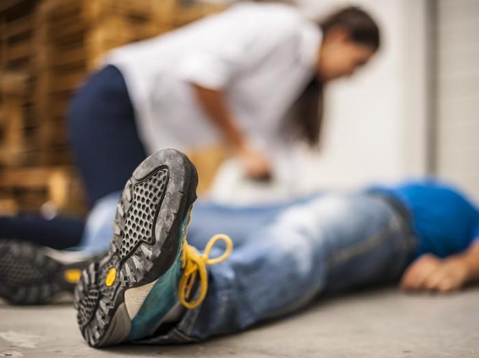 Dikutip dari CNN, seorang pria di Hong Kong ditemukan tewas di sebuah warung internet (warnet). Penyebabnya adalah gagal jantung karena imobilitas, suhu dingin, dan kelelahan karena kurang tidur. (Foto: Thinkstock)
