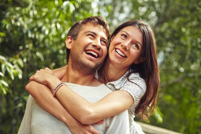 Setelah menikah, wanita maupun pria lebih cenderung berkurang rasa stres yang dialami dibandingkan sendiri. Stres benar-benar bisa berkurang setelah menikah. Cinta menjadi lebih dalam dan lebih belas kasih, ujar terapis dari New York, Kimberly Hershenson. (Foto: Thinkstock)