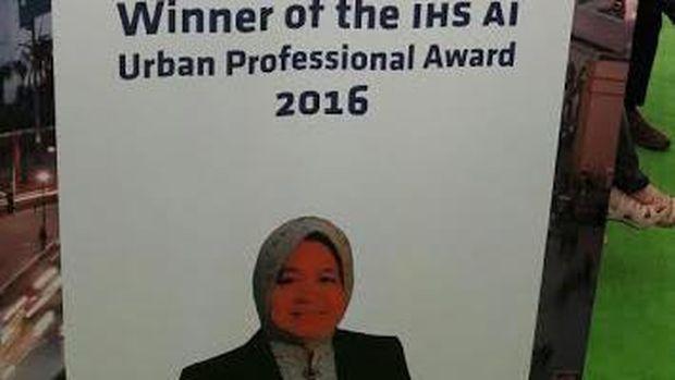 Wali Kota Risma Raih Penghargaan Urban Professional Awards 2016