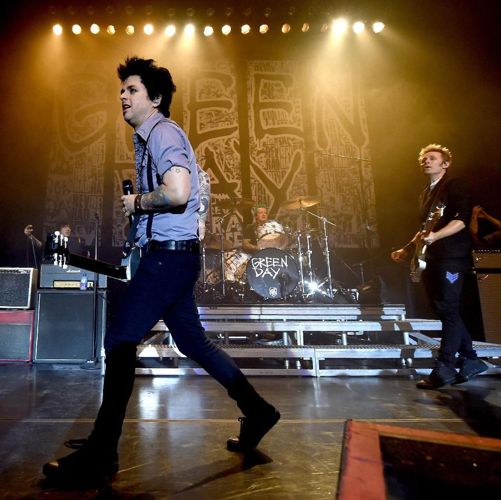 Green Day Sukses Mendarat di Planet Mars!