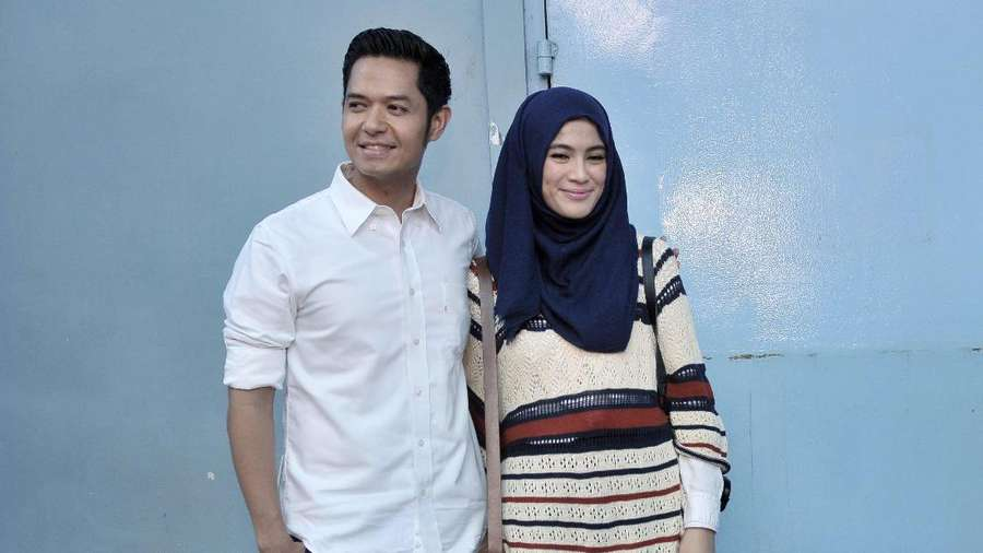 Happy Family! Bahagianya Dude Harlino dan Alyssa Soebandono