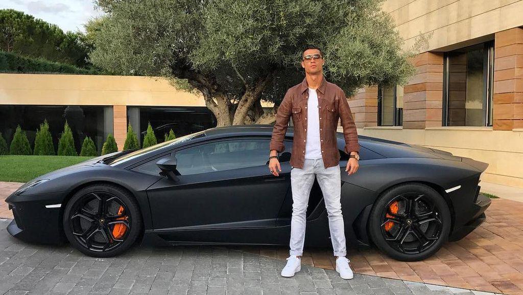 Pamer Lamborghini, Ronaldo Malah Diisengi di Medsos