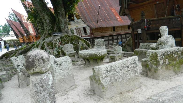 Batu Parsidangan (Acen Trisusanto/dTraveler)