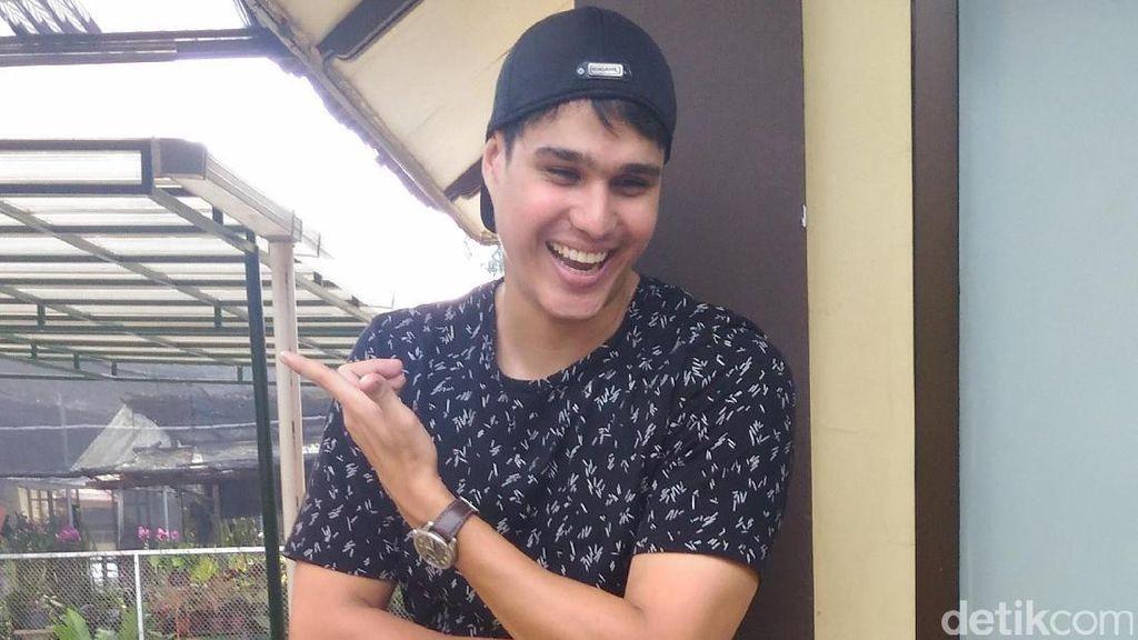 Mischa Chandrawinata Kepergok Jalan Bareng Ranty Maria di RS