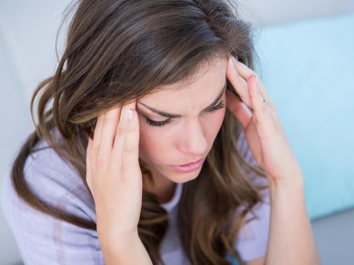 Jangan sepelekan migrain, bila perlu segera berkonsultasi dengan dokter. (Foto: iStock)