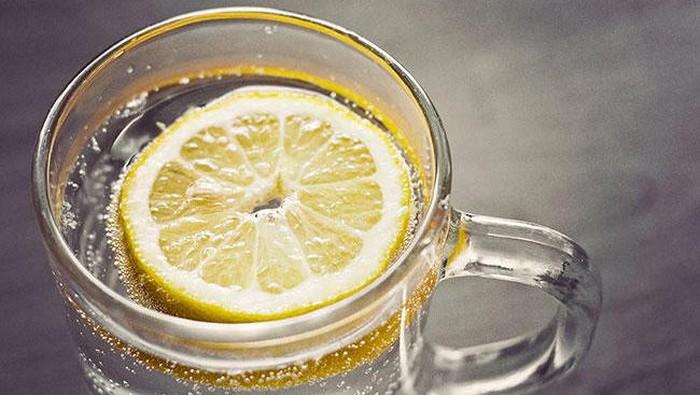Ilustrasi air lemon dicampur madu. Foto: iStock