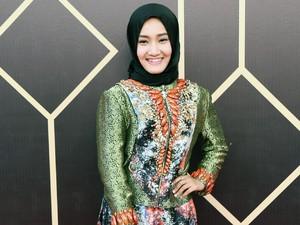 3 Tips Merawat Rambut untuk Wanita Berjilbab ala Penyanyi Fatin