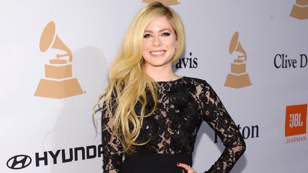 Avril Lavigne Tuduh Mark Zuckerberg Mem-bully Grup Band Nickleback