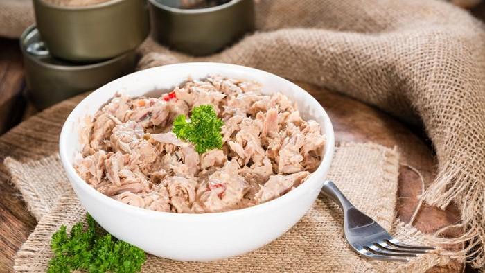 Ikan tuna rendah lemak tapi juga kaya vitamin B yang bisa membantu pembentukan otot lho. Foto: iStock
