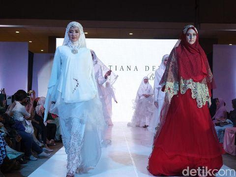 Oki Setiana Dewi Pamerkan Gaun Pengantin Syar'i di International Islamic Fair
