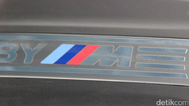 Menguji BMW M2 Coupe di Sirkuit