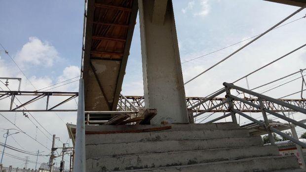 JPO Stasiun Tanah Abang yang Dianggap Aneh Ramai Dibahas
