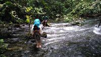 Wisatawan mencuci muka di bagian hulu Kalibiru (Wahyu/detikTravel)