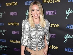 Penampilan Cantik Hilary Duff Saat Gelar Pernikahan di Halaman Belakang