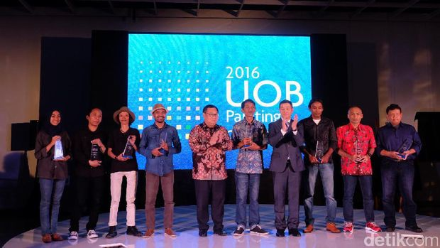 Gatot Indrajati Raih Penghargaan UOB Painting of the Year 2016