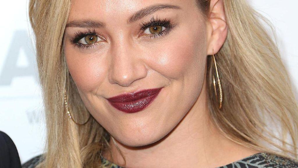 Heboh Hilary Duff Minum Jus Plasenta, 5 Artis Ini Juga Mengonsumsinya