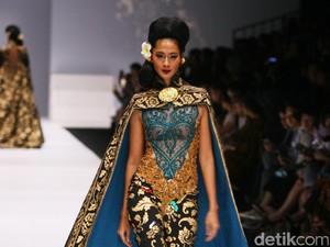 Foto: Kebaya Spektakuler Anne Avantie yang Terinspirasi Budaya Bali