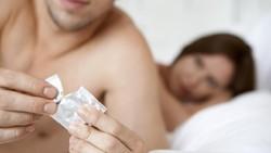 Tak hanya wanita, pria juga bisa merasa sakit saat bercinta. Kenapa? Temukan tujuh alasannya di sini.