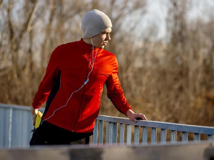 Olahraga sambil mendengarkan musik bisa bikin tubuh semakin terpacu. (Foto: Thinkstock)