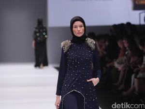 Busana Pesta nan Elegan untuk Hijabers Karya Jenahara di Jakarta Fashion Week