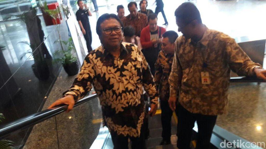 Wakil Ketua MPR Oesman Sapta Daftar Tax Amnesty di Kantor Pusat Pajak