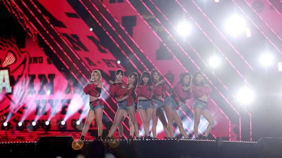 Daebak! Aksi Para Idol Kpop di Busan One Asia Festival 2016 (2)