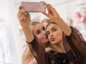 5 Gaya Selfie Terburuk yang Sering Dilakukan Wanita