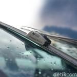 Pentingnya Merawat Kaca Mobil di Musim Hujan
