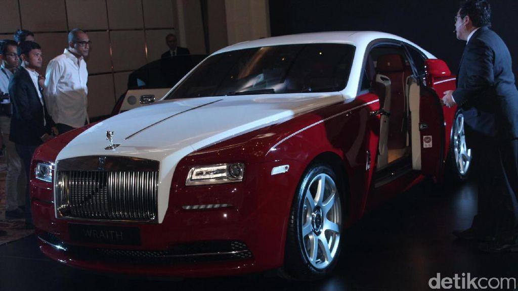 Wow, 1 Ban Rolls-Royce Harganya Rp 20 Juta!