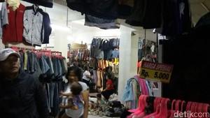 Pasar Baju Bekas di Senen Mulai Sepi