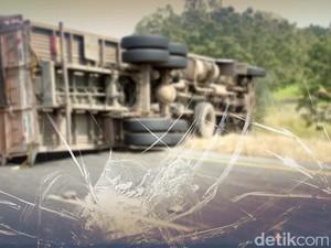 Truk Terbalik di Tol Cikampek Arah Jakarta, Macet di KM 41