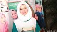 Hijab Yuki tak lain karena peran dalam film terbarunya. Pool/Gus Mun/detikFoto.