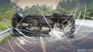 Minibus Kecelakaan di Tol Cikampek, Lalin Sempat Padat