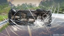 2 Mobil Kecelakaan di Exit Tol Meruya, Salah Satunya Terbalik