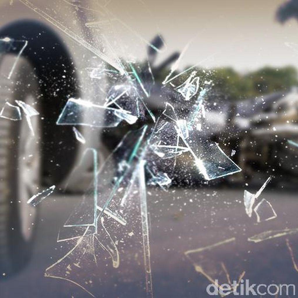 Bocah 13 Tahun Kendarai Mobil Lalu Tabrak Pemotor di Jakbar