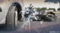 Ambulans Kecelakaan di Tol Cawang Arah Bekasi, Sopir Luka