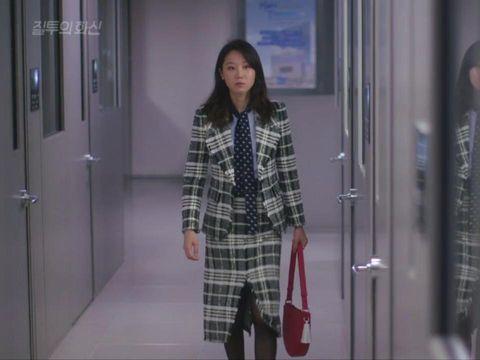 Dipakai Gong Hyo Jin di 'Jealousy Incarnate', Tas Ini Laris di Pasaran