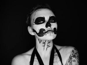 Tips Menghapus Makeup Halloween Agar Bersih Maksimal