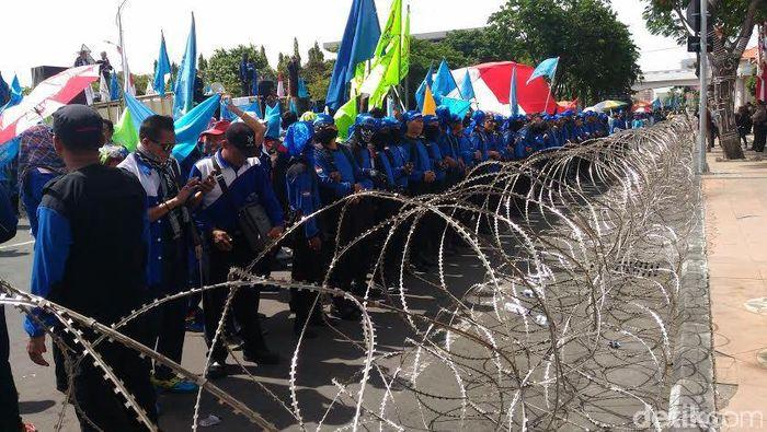 Demo buruh. Foto: Imam Wahyudiyanta