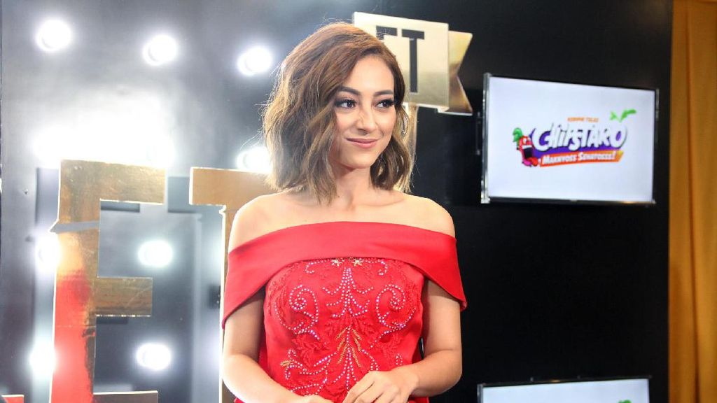 Presenter Cantik Lolita Agustine Ungkap Rahasia Makeup Awet Hingga 8 Jam